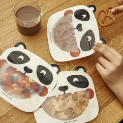 costume rooms - kikkerland - panda face