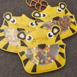 costume rooms - kikkerland - happy tiger